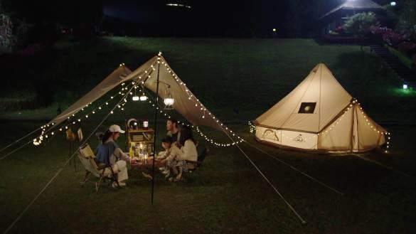 夜晚野外露营喝酒视频素材